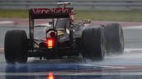 Pastor Maldonado bojuje se silným deštěm v Austinu