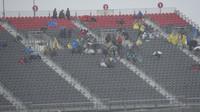 Vytrvalí diváci za silného deště v Austinu
