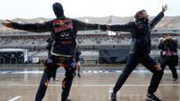 Daniel Ricciardo a Daniel Kvjat a jejich tanec v dešti v Austinu