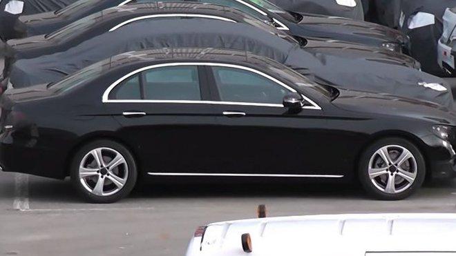 Mercedes-Benz E-Class (W213) pro rok 2016