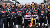 Mechanici Daniela Ricciarda na startovním roštu v Austinu