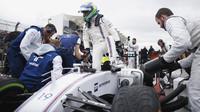 Felipe Massa se připravuje na startovním roštu v Austinu