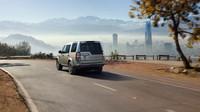 Cesta z města, Land Rover Discovery Graphite.