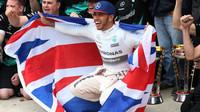 Lewis Hamilton slaví svůj třetí mistrovský titul v Austinu