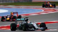 Lewis Hamilton nechal za sebou oba vozy Red Bullu v Austinu