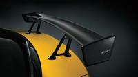Křídlo je ze suchého karbonu, Subaru WRX STi S207 NBR Challenge Yellow Edition.