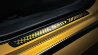 Prahové lišty s označením modelu, Subaru WRX STi S207 NBR Challenge Yellow Edition.