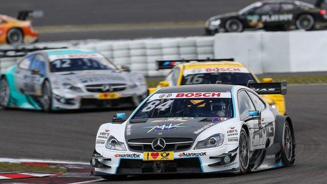 Mercedes promíchal sestavy týmů