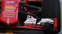 Přední křídlo a zavěšení kol na voze Ferrari SF15-T v Mexiku