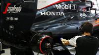 Zadní částo vozu McLaren MP4-30 Honda v Mexiku