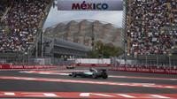 Lewis Hamilton v Mexiku