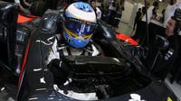 Teď už Alonso o kvalitách motoru informuje výše postavené jedince
