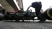 Bočnice vozu McLaren MP4-30 Honda v Mexiku