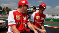 Kimi Räikkönen a Sebastian Vettel při prezentaci před závodem v Mexiku