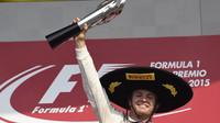Nico Rosberg se svou trofejí za vítězství v Mexiku