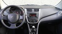 Palubní deska je přehledná a relativně kvalitní, Suzuki Celerio.