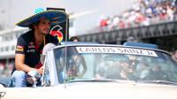 Carlos Sainz při prezentaci před startem v Mexiku