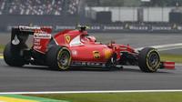 Kimi Räikkönen s Ferrari SF15-T v Brazílii