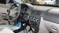 Kabina konceptu dostala dvoubarevnou palubní desku, Lada 2151 Classic.