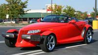 Plymouth Prowler, později Chrysler Prowler je opět americký pokus postavit retro sporťák. Samozřejmě si pár fanoušků našel, přesto jsou ale většinové reakce na jeho odvážný design značně negativní.