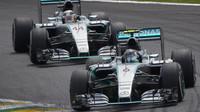 Večerní trénink v režii Mercedesu, zazářil Pérez, Alonso devátý - anotační foto