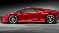19- nebo 20palcová kola mají speciálně navržené pneumatiky Pirelli, Lamborghini Huracán LP 580-2.