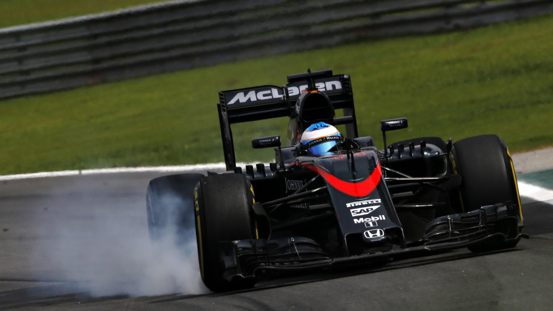 Jízdní styl Alonsa a Hamiltona: Jak se hvězdy F1 liší při brzdění? - anotační obrázek