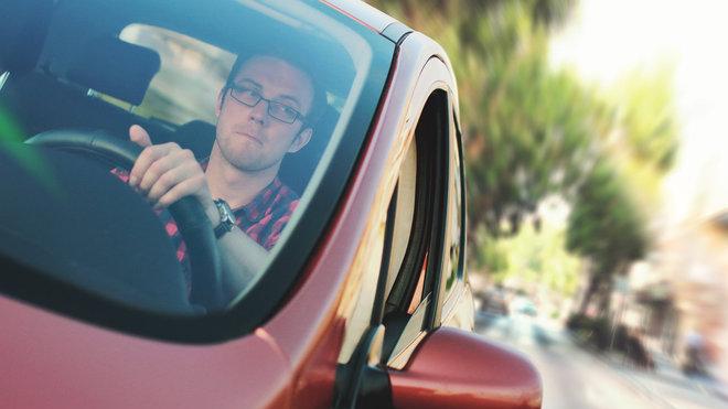 Řidič za volantem (ilustrační foto)
