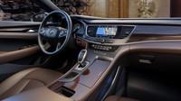 Všude je kůže a dřevo, Buick LaCrosse.