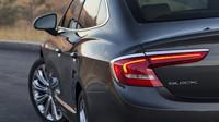Elegantní chromovaná linka světel, Buick LaCrosse.