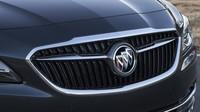 Maska s obnoveným klasickým logem, to je nový korporátní styl značky, Buick LaCrosse.