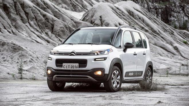 Navzdory absenci pohonu všech kol se nezalekne ani lehčího terénu, Citroën C3 Aircross.