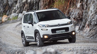 Pod kapotou najdeme patnácti- nebo šestnáctistovku, Citroën C3 Aircross.