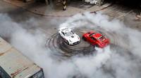 Řádění dvojice upravených Nissanů 370z, které ve svých útrobách ukrývají výkon 1 000 koní