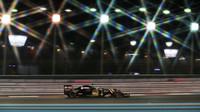 Romain Grosjean ve druhém tréninku v Abú Zabí