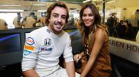 Fernando Alonso se svou přítelkyní Larou Alvarézovou