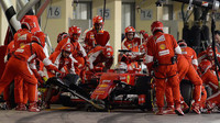 Sebastian Vettel v boxech v Abú Zabí