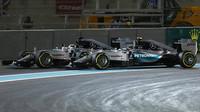 Lewis Hamilton a Nico Rosberg v Abú Zabí