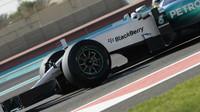 Pascal Wehrlein při Pirelli testech v Abú Zabí