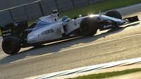 Valtteri Bottas při Pirelli testech v Abú Zabí