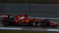 Kimi Räikkönen při Pirelli testech v Abú Zabí