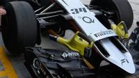 Přední křídlo a pneumatiky Force India VJM08 - Mercedes při Pirelli testech v Abú Zabí