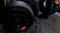 Pneumatiky při Pirelli testech v Abú Zabí