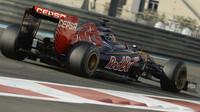 Carlos Sainz při Pirelli testech v Abú Zabí
