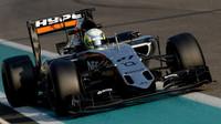 Alfonso Celis při Pirelli testech v Abú Zabí