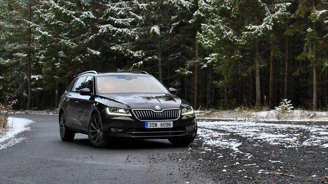 TEST: Luxusně vybavená dálniční stíhačka - Škoda Superb ...