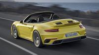 Vzadu jsou nová světla nebo nárazník, Porsche 911 Turbo S.