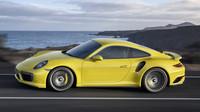 Kliky mají plastový kryt, Porsche 911 Turbo S.