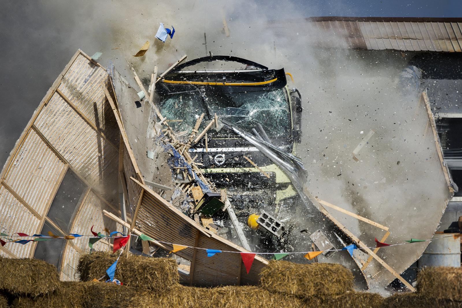 Truck od švédské značky ukázal, jak je odolný, Volvo FMX 8x6