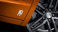 Ve spodní části nechybí logo společnosti, Hoffmann & Novague R200